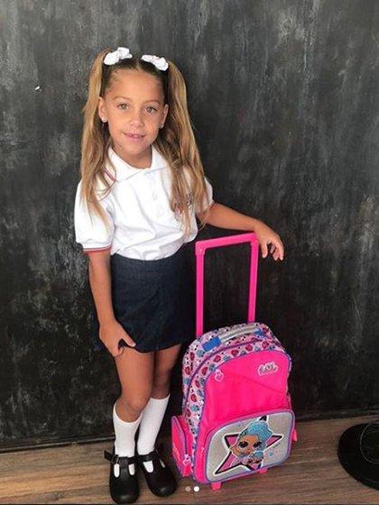 Alma, la hija del cantante, posó feliz antes de ingresar a su colegio (Instagram)