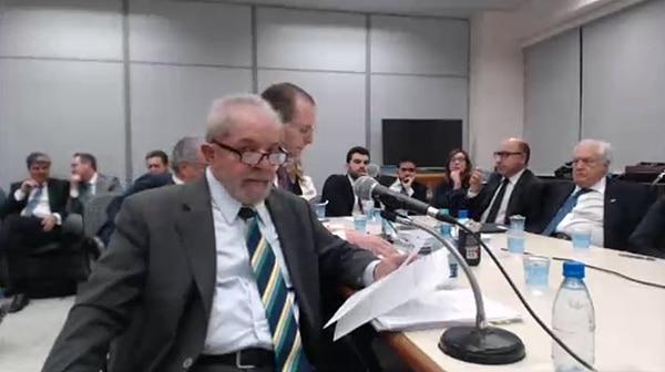 El ex presidente Luiz Inácio Lula da Silva ante el juez anticorrupción Sergio Moro, a cargo de la causa Lava Jato, el 10 de mayo de 2017