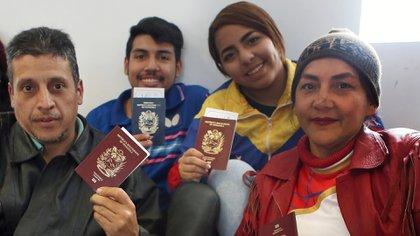 Algunos de los venezolanos que volvieron a su país (AFP)