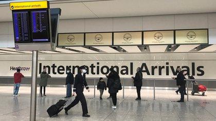 Passengers from international flights arrive at Heathrow Airport, following the outbreak of the coronavirus disease (COVID-19), London, Britain January 15, 2021. REUTERS/Matthew Childs