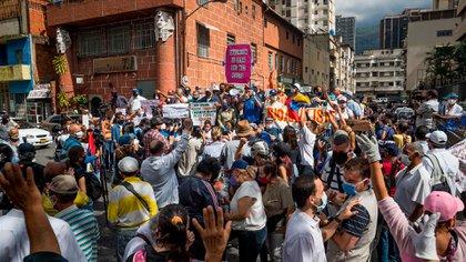 Los maestros venezolanos se movilizaron pese al amedrentamiento de los colectivos chavistas (EFE/ Miguel Gutiérrez)