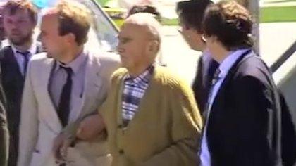 Josef Schwammberger cuando fue extraditado a Alemania (Captura: Die Ratenlinie)
