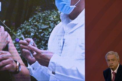 El presidente López Obrador negó que la aplicación de la vacuna contra COVID-19 vaya a utilizarse con fines electorales (Foto: Alfredo Estrella / AFP)