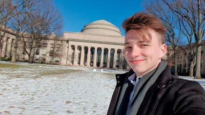 El emprendedor de 21 años Mateo Salvatto fue elegido por el MIT para coordinar las mesas de debate sobre educación