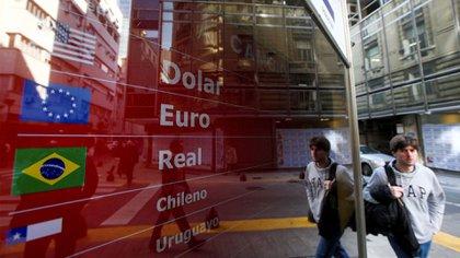 Cotizaciones en la city porteña (REUTERS/Agustín Marcarian/File Photo)