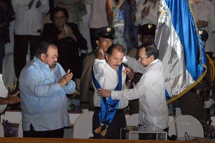 """Ortega al asumir otro mandato, en 2012. """"Si se empecina, va a perder todo"""", asegura el analista político Edgard Parrales. (Cortesía de La Prensa)"""