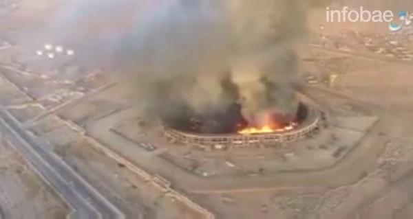 Las llamas se propagaron rápidamente y la columna de humo podía verse a varios kilómetros de distancia