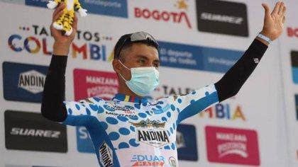 Yesid Pira coronó el Alto de la Línea, ganó la etapa cuatro, y es el nuevo líder de la Vuelta a Colombia