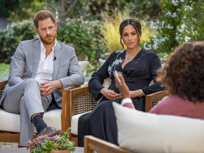 El príncipe Harry y Meghan Markle ofrecieron una entrevista a Oprah Winfrey y que ha hecho temblar los cimientos del Palacio de Buckingham