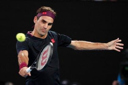 Roger Federer se recupera de una cirugía en la rodilla derecha por una lesión de meniscos (REUTERS)