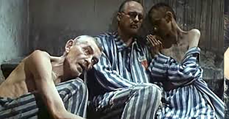 Escena de la película sobre el final del santo Maximiliano Kolbe en Auschwitz