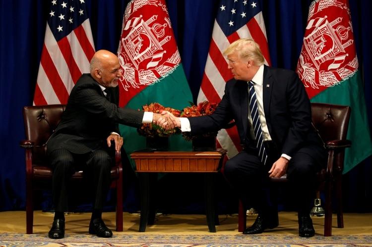 Donald Trump se reúne con el presidente afgano Ashraf Ghani durante la Asamblea General de la ONU en Nueva York, el 21 de septiembre de 2017 (REUTERS/Kevin Lamarque/File Photo)