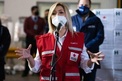 """Fabiola Yáñez sostuvo: """"Cuando estamos unidos podemos hacer grandes cosas"""". A la Primera Dama se le entregó un chaleco de Cruz Roja Argentina y se la nombró embajadora de la organización"""