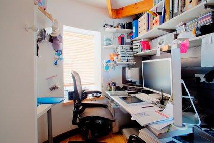 El escritorio debería ser un lugar muy especial, pero para muchos, de acuerdo a los autores, es un vertedero (Shutterstock)