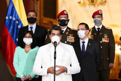 Nicolás Maduro y parte de la cúpula chavista durante un anuncio (Reuters)
