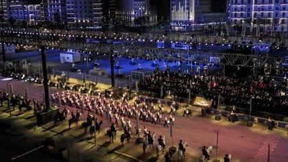 Una banda musical marchó al inicio del desfile (Photo by Khaled DESOUKI / AFP)