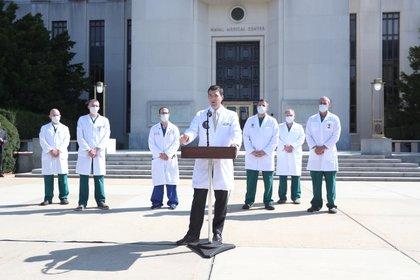 El médico personal del presidente, Sean Conley, dio el nuevo parte médico