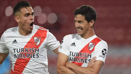 """Celebración en """"Modo Oso"""" de Nacho Fernández tras abrir el marcador frente a Arsenal (River Plate)"""