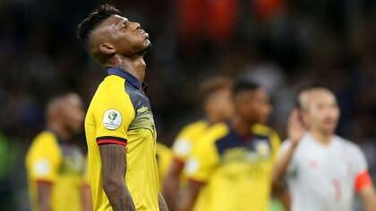 Seis jugadores de la Selección de Ecuador se vieron involucrados en un nuevo escándalo y la Federación Ecuatoriana de Fútbol tiene en mente la posibilidad de expulsarlos del combinado nacional (REUTERS/Edgard Garrido)