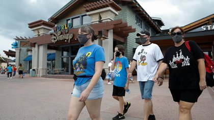 Summer Selmon, her brother Levi, and their parents Dave and Brandi wear face masks while visiting the Disney Springs shopping and dining district during their vacation at Walt Disney World during a phased reopening from coronavirus disease (COVID-19) restrictions in Lake Buena Vista, Florida, U.S. July 11, 2020. REUTERS/Octavio Jones