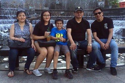 Anil Subba, segundo desde la derecha, un conductor nepalés de Uber de Jackson Heights, murió el 31 de marzo después de contraer el coronavirus. (The New York Times)