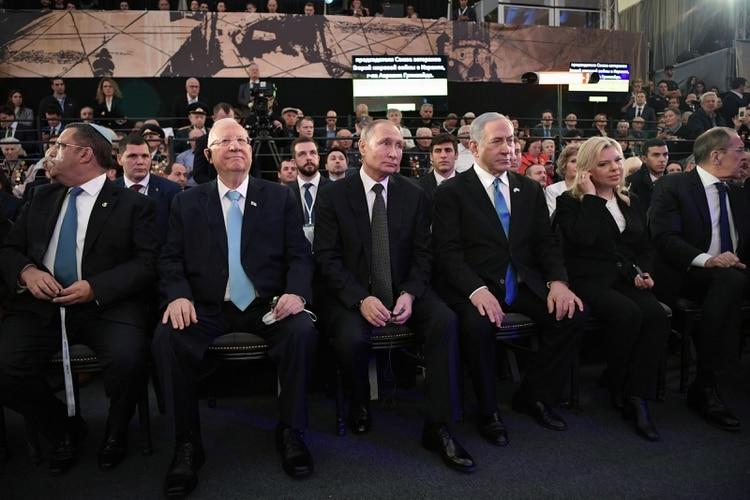 Antes de la ceremonia, Putin participó en la inauguración de un memorial para las víctimas del asedio a Leningrado (Reuters)