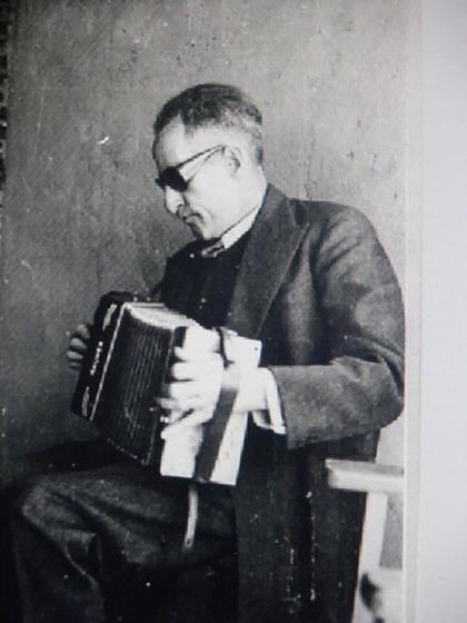 En 1961 la policía acusó y detuvo a Lothar Hermannbajo la acusación de ser el criminal naziJospeh Mengele