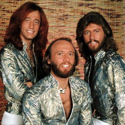 Barry, Robin y Maurice Gibb, integrantes de los Bee Gees