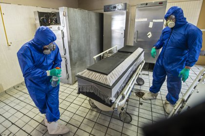 México registró 895,326 casos positivos de COVID-19 y 89,171 muertes desde que comenzó la pandemia a finales del mes de febrero. (Foto: AFP)