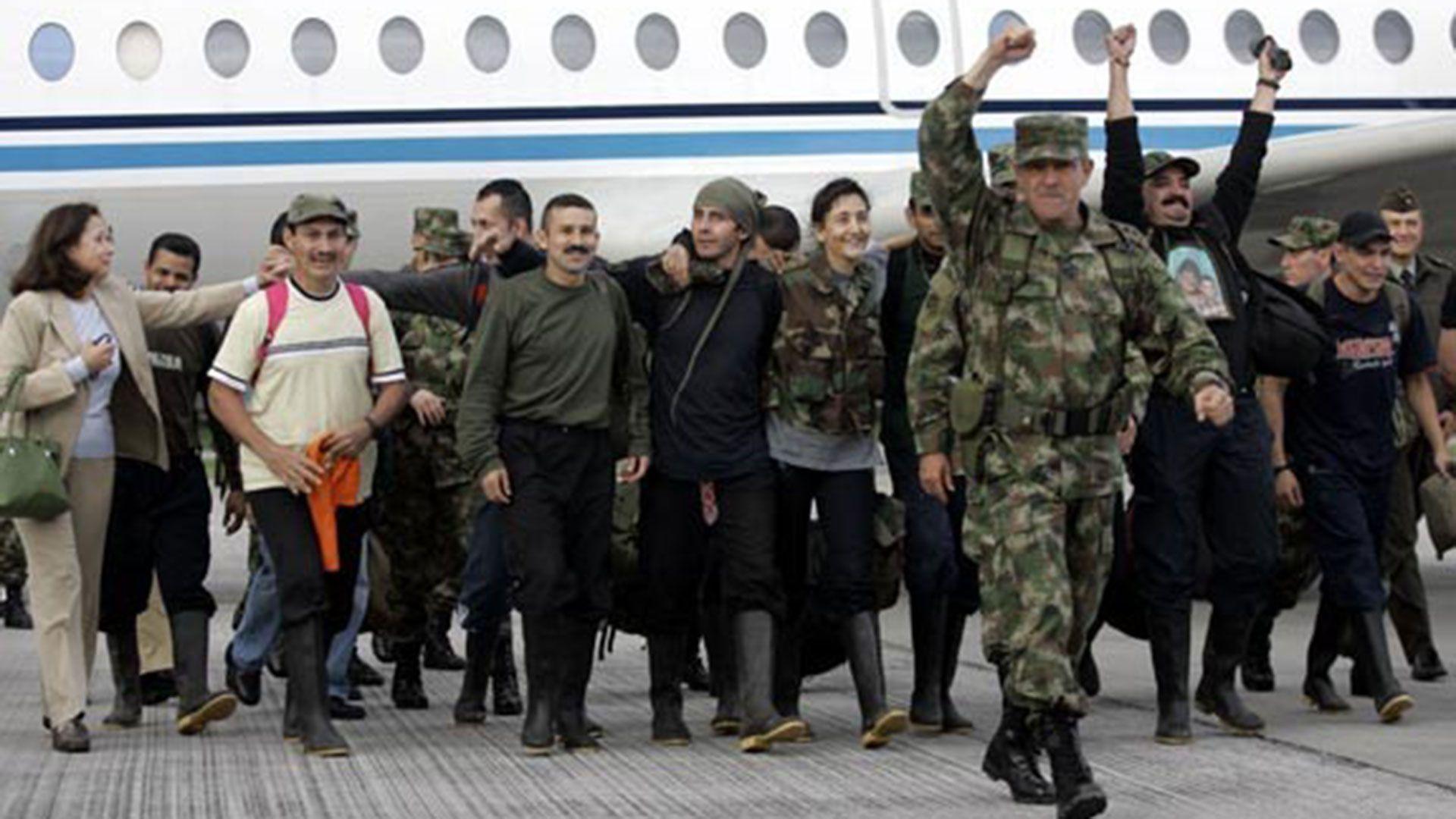 En la operación Jaque, realizada en 2008, se liberaron 15 secuestrados de las FARC, entre ellos Ingrid Betancourt y tres contratistas estadounidenses.