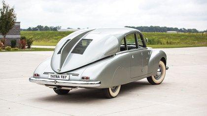 La exótica forma que tenía el Tatra T87, un auto revolucionario en los años 30. (Sotheby's)