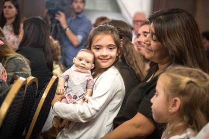 En la legislatura porteña se presentó a Oli, la muñeca con trisomía 21 que persigue la inclusión desde la infancia (Fotos por Guille Llamos)