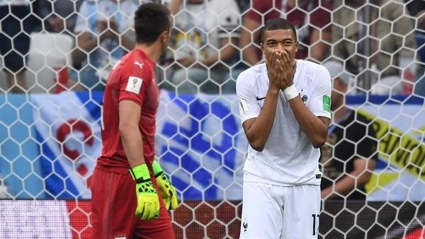 Mbappé terminó dolorido tras el cruce ante Uruguay (AFP)