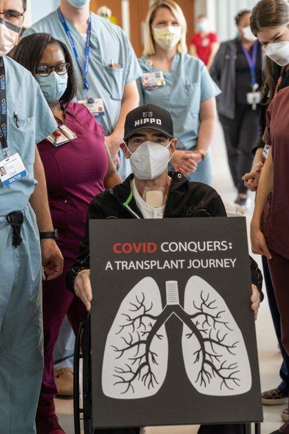 El actor a su salida del hospital (Foto: Jesse S. Jones/Jesse S. Jones\University of Florida)