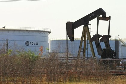 Foto de archivo de una instalación petrolera de PDVSA en Lagunillas (REUTERS/Isaac Urrutia)