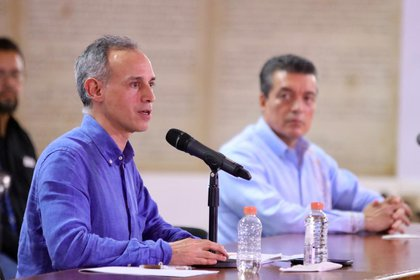 Hugo López-Gatell ha asegurado que la vacunación no se ha detenido en medio de la pandemia. (Foto: Cortesía Presidencia)