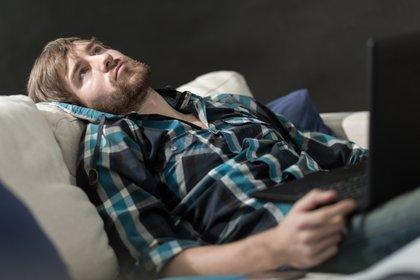 Los resultados del estudio reflejan una profundización de las tendencias existentes: aumento de la depresión, el estrés y el suicidio entre los adultos jóvenes (Shutterstock)