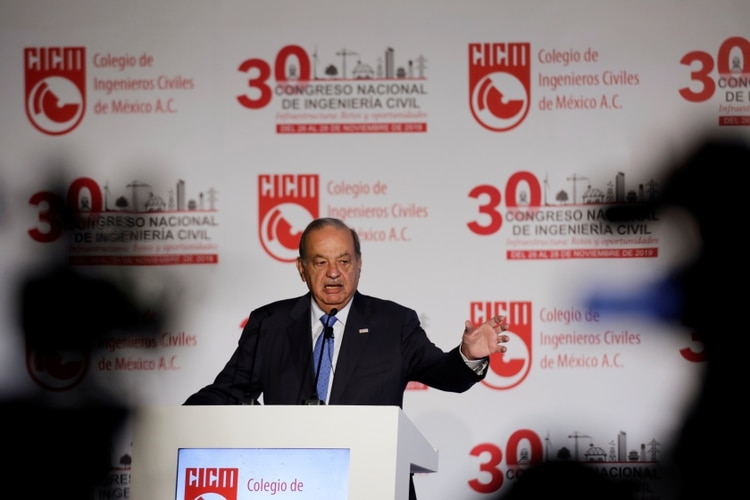 Mexican billionaire Carlos Slim addresses the audience during an event in Mexico City, Mexico November 27, 2019. REUTERS/Luis Cortes