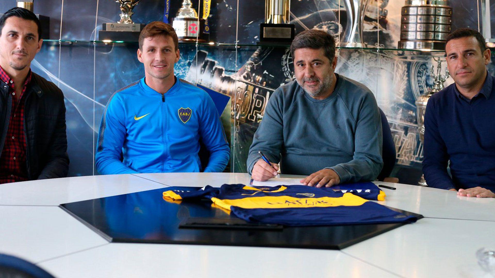 El cordobés firmó un contrato a préstamo con cargo por 18 meses, con opción de compra de cinco millones de dólares (@BocaJrsOficial)