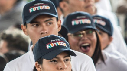 Los becarios de Jóvenes Construyendo el Futuro percibirán en marzo 12,930 pesos por los meses de marzo, abril y mayo (Foto: Cuartoscuro)