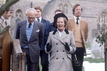 Los Thatcher acompañados por su hijo Mark. (Shutterstock)
