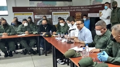 La reunión con las autoridades militares, el gobernador y Nicolasito