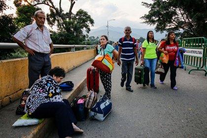 """En el puente fronterizo internacional """"Simón Bolívar"""" entre San Antonio del Táchira, Venezuela y Cúcuta, en Colombia, continuó el éxodo de venezolanos que temen una escalada en la represión del régimen chavista."""