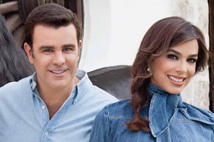 El conductor Lalo Carrillo reveló que la pareja no puede hablar más de 10 minutos con una persona desconocida.
