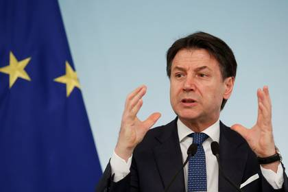 El primer ministro italiano Giuseppe Conte durante una conferencia de prensa el pasado 11 de marzo (REUTERS/Remo Casilli)
