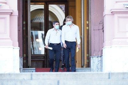 El jefe de Gabinete porteño, Felipe Miguel, y el ministro de Salud , Fernán Quirós al salir de la reunión (Franco Fafasuli)