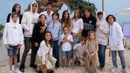 Pamita y Roberto García Moritán con sus hijos y sobrinos (@robergmoritan)