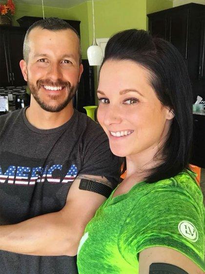 Chris Watts y su esposa Shanann, sonrientes frente a la cámara. Él la asesinó el pasado 14 de agosto