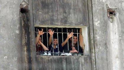 Cárcel de Lisandro Olmos: además de talleres, trabajos y capacitaciones, hay denuncias de sobrepoblación y hacinamiento (Télam)