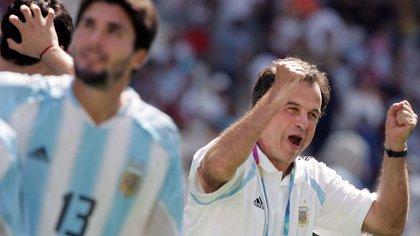 """""""Marcelo Bielsa ha calado muy hondo en muchos de nosotros. En mi caso, fue el entrenador que me hizo rendir o tener un nivel muy alto"""", sostuvo Roberto Ayala (AFP)"""